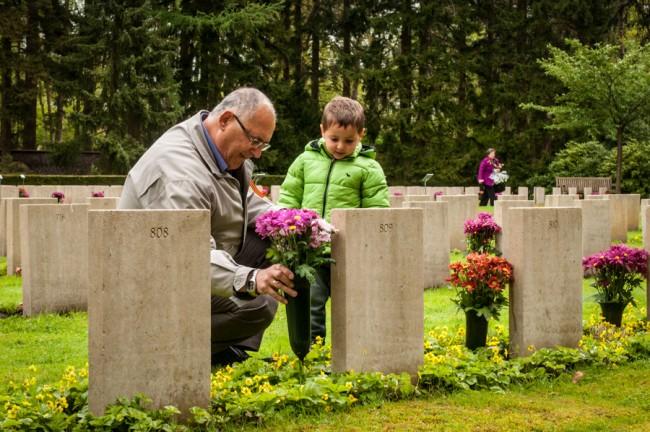 9 Mei 2015: Herdenking Russisch Ereveld.