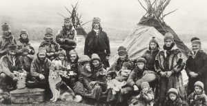Nordic_Sami_people_Lavvu_1900-1920